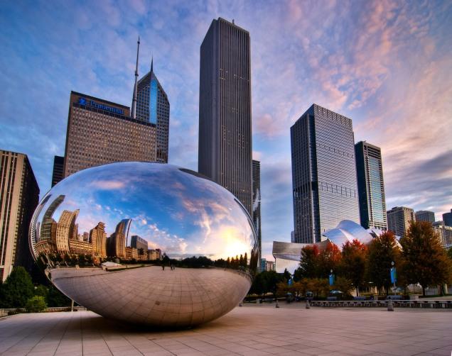 Il panorama di Chicago con la scultura di Anish Kapoor