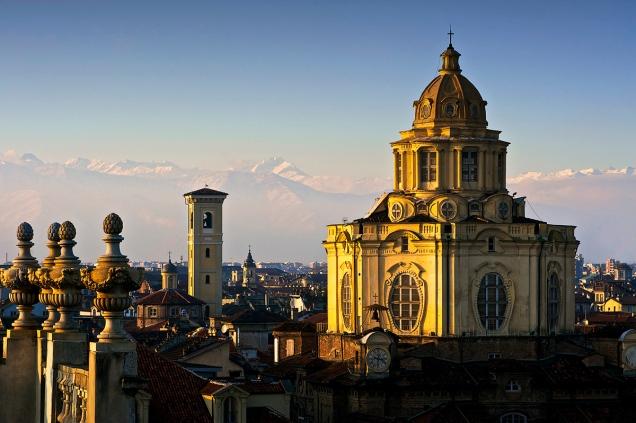 Torino dall'alto, chiesa di San Lorenzo ripresa dalla torre Romana Sud di Palazzo Madama.