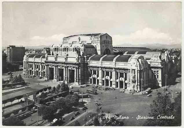 Stazione centrale di Milano, cartolina del 1964.
