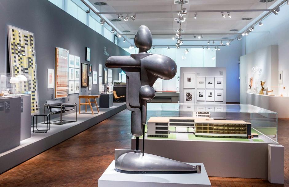 Le opere esposte al Bauhaus Archiv di Berlino.