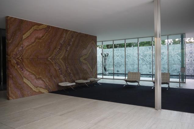 Ludwig mies van der rohe la sottile linea d 39 ombra for Architettura contemporanea barcellona