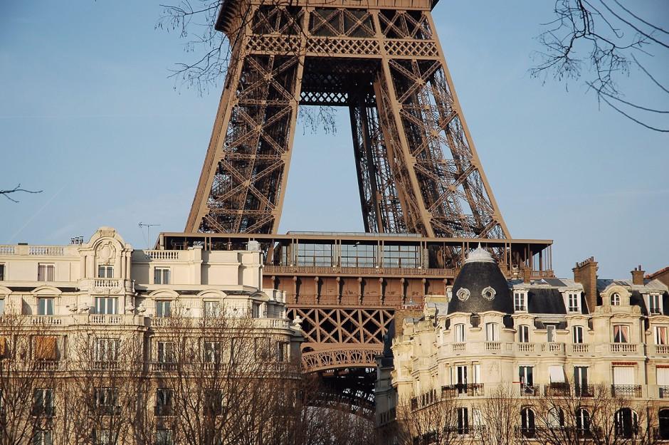 Roman Bonnefoy-La_Tour_Eiffel_surplombant_Paris