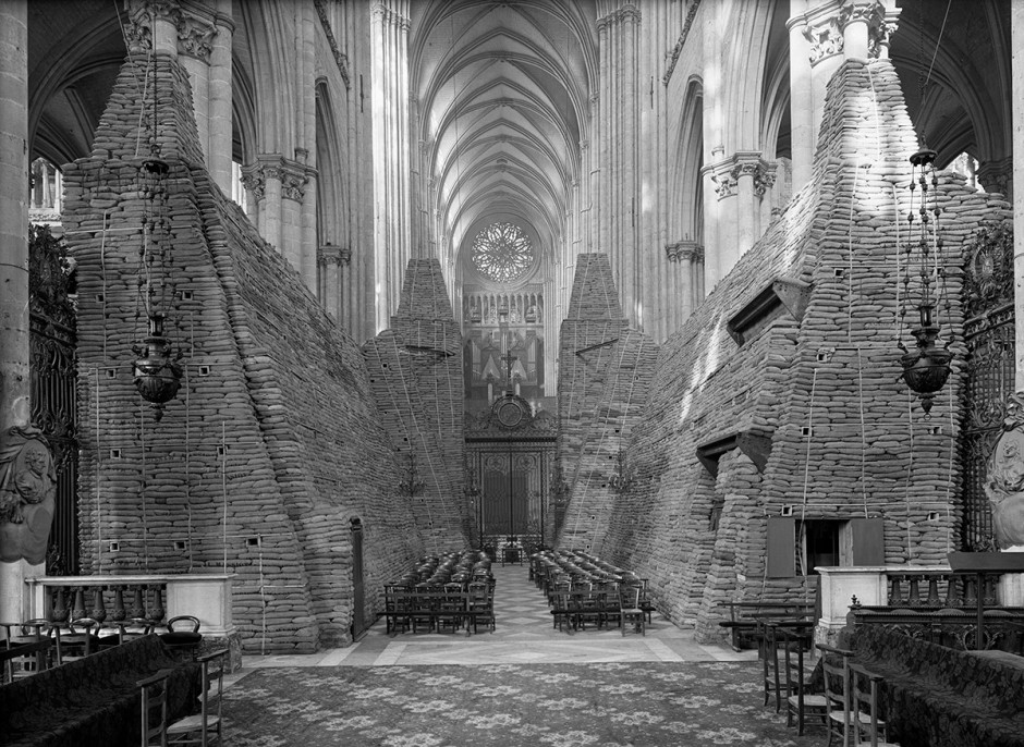 emmanuel-louis-mas_amiens-cathedral-protected-from-bombing_1940-2