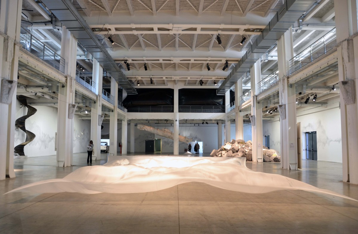 """""""Monds Flottants"""": la quattordicesima Biennale di Lione ci porta in un viaggio sensoriale"""
