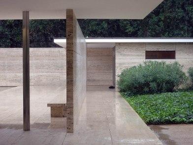 Ludwig Mies van der Rohe, Padiglione della Germania, Barcellona - https://commons.wikimedia.org/wiki/File:Barcelona_Pavilion_photo_Christian_Gänshirt_2012.JPG