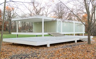 Ludwig Mies van der Rohe, Casa Farnsworth - https://commons.wikimedia.org/wiki/File:Farnsworth_House_by_Mies_Van_Der_Rohe_-_exterior-8.jpg