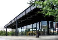 Ludwig Mies van der Rohe, Neue Nationalgalerie - https://commons.wikimedia.org/wiki/File:Nationalgalerie_(1580333363).jpg