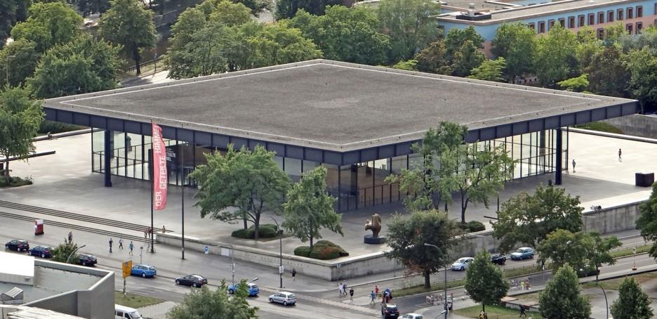 Ludwig Mies van der Rohe, Neue Nationalgalerie - https://commons.wikimedia.org/wiki/File:La_nouvelle_galerie_nationale_(Berlin)_(9618433915).jpg