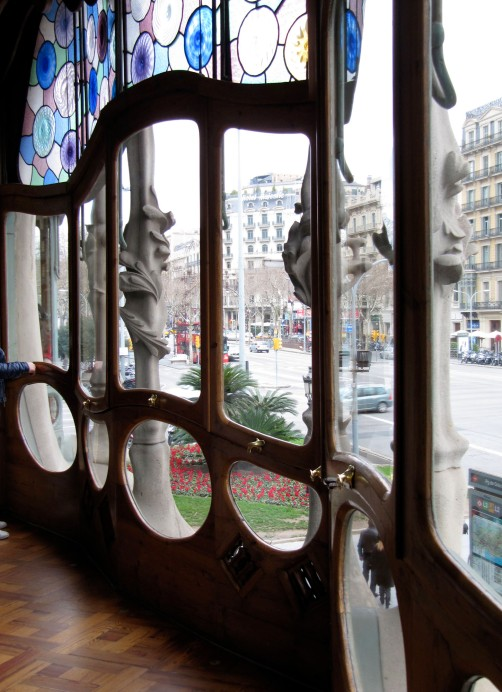 Antoni Gaudì Casa Battlò interno bow window img