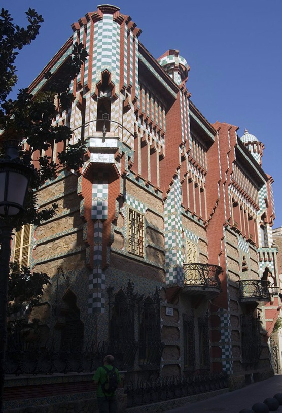 Antoni Gaudì, Casa Vicens - https://commons.wikimedia.org/wiki/File:Barcelona_-_Carrer_de_les_Carolines_-_View_North_on_Casa_Vicens_1883-89_Antoni_Gaud%C3%AD_II.jpg