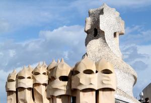 Antoni Gaudi casa Milà la Pedrera tetto comignoli img