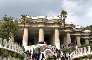 Antoni Gaudì Parc Güell ingresso colonnato img
