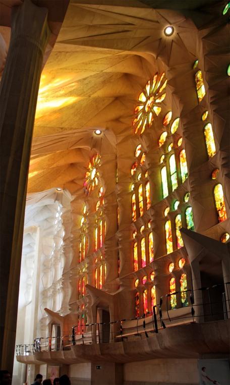 Antoni Gaudì Sagrada Familia interno img