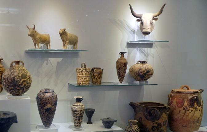 Creta, vasi e statue, Museo archeologico di Heraklion