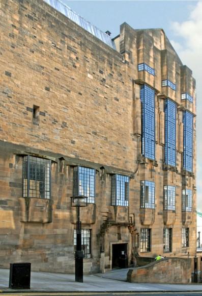 Charles Rennie Mackintosh, Glasgow School of Art, https://commons.wikimedia.org/wiki/File:La_façade_ouest_de_la_%22Glasgow_School_of_Art%22_(3803688596).jpg