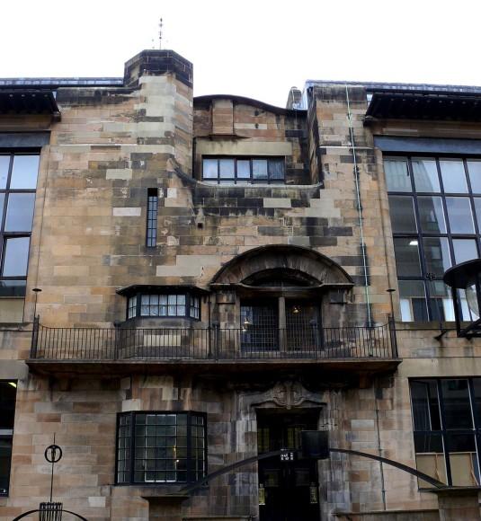 Charles Rennie Mackintosh, Glasgow School of Art, https://commons.wikimedia.org/wiki/File:Mackintosh_School_of_Art_Glasgow.JPG