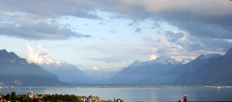 Il lago Lemano dall'autostrada (dalle parti di Losanna)