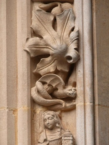 Particolare del portone di ingresso della Cattedrale di Losanna