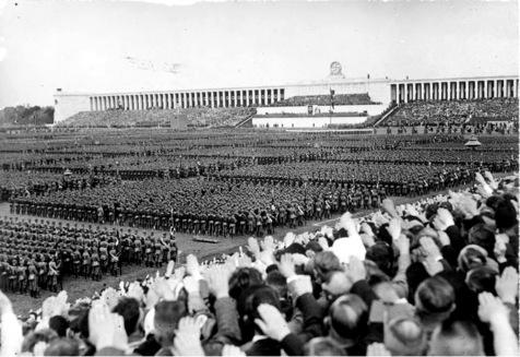 [Scherl] Reichsparteitag 1937. Der grosse Appell des Reichsarbeitsdienstes auf dem Zeppelinfeld. ‹bersicht w‰hrend der Rede des F¸hreres. 11651-37
